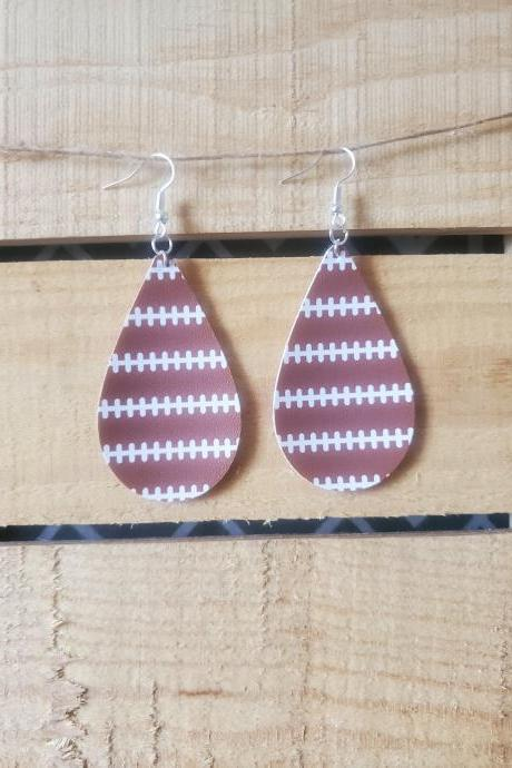 Football Stripe Teardrop Earrings, Fall Game Day Earrings, Football Teardrop Earrings, Football Mom Gift, Football Dangles, School Spirit